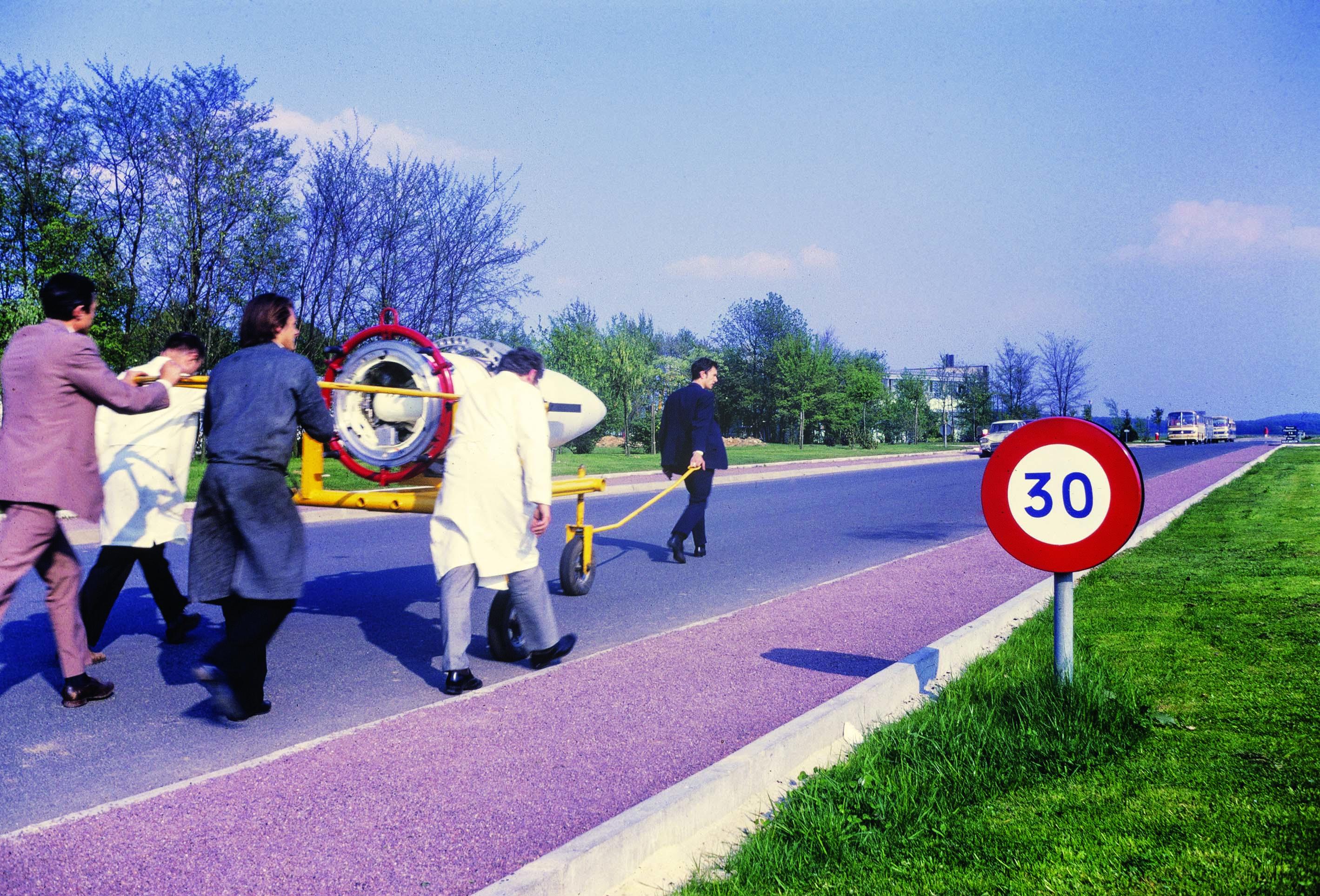 La pointe de fusée Cassiopée/Minisis en route vers les moyens d'essais du CNES à Brétigny‑sur‑Orge en vitesse limitée... grèves de mai 68 oblige.